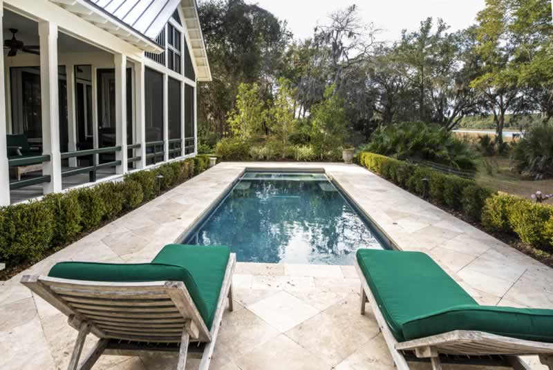 Find out how to put together your backyard for the swimming pool