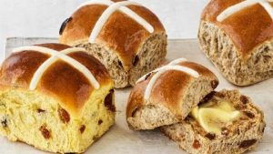 New 12 months, new scorching cross bun flavors with Woolworths