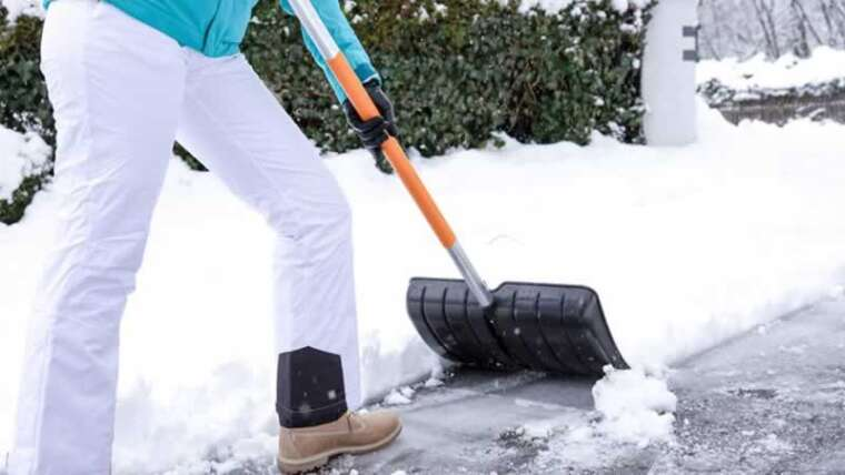 three recommendations on selecting one of the best snow shovel for you